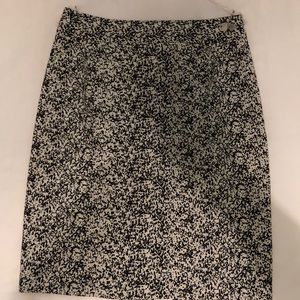 Cute Banana Republic black & white pencil skirt